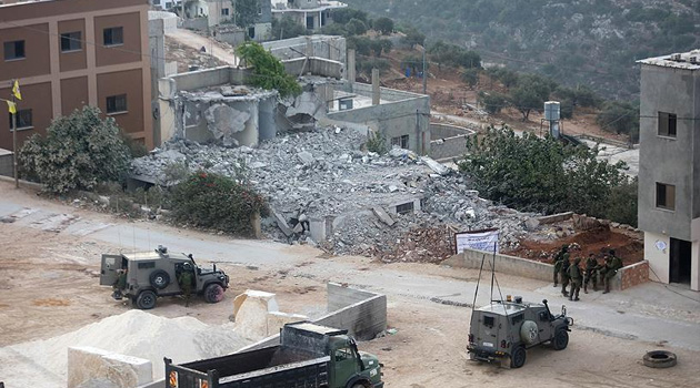 İşgal güçleri Kudüs'te Filistinlilerin evlerini yıktırmaya zorluyor
