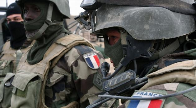 Fransa'da yaklaşık 600 askerin koronavirüs testi pozitif çıktı