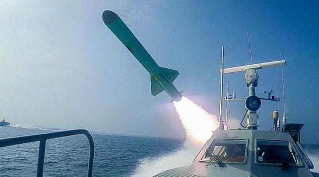 İran, yerin altından atılan balistik füze denedi