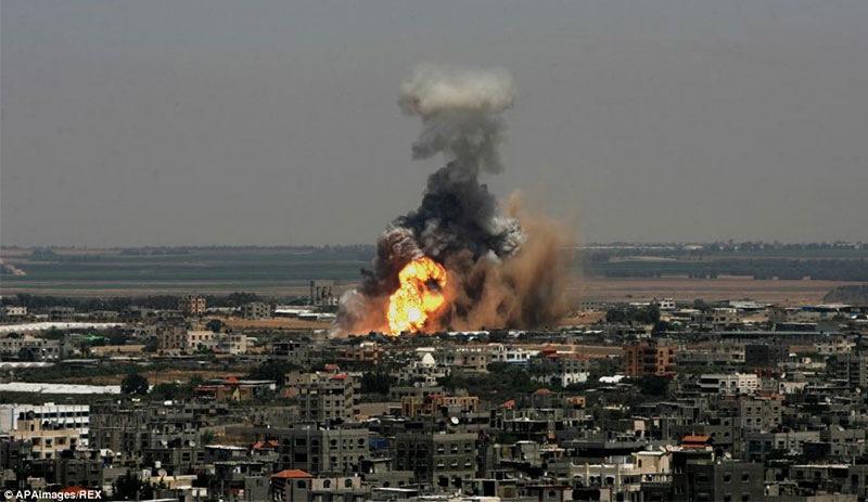 Terörist İsrail yine Gazze'yi vurdu