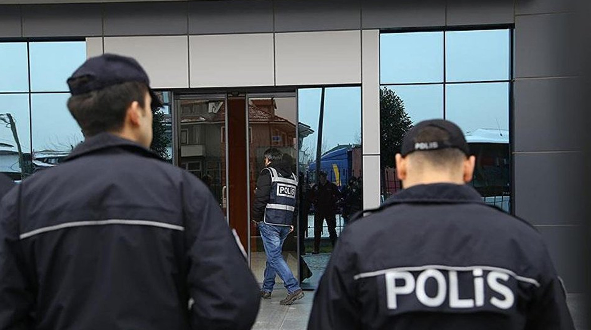 Görevden alınan HDP'li Bulanık ve Varto belediye başkanları tutuklandı