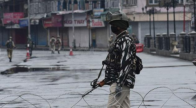Hindistan'da Sokağa Çıkma Yasakları Geri Geldi