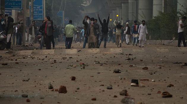 Hindistan'da vatandaşlık yasasına karşı protestolar üniversitelere yayılıyor