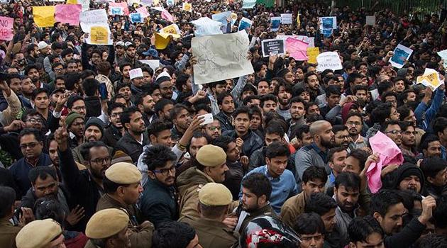 Hindistan'da 80 Müslüman politikacı, tartışmalı yasa nedeniyle partisinden ayrıldı