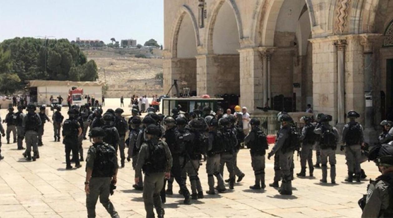 Siyonist İsrail Mescid-i Aksa'nın Görevlilerini Gözaltına Aldı