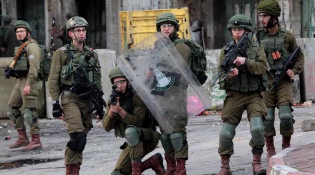 Katil İsrail askerleri Filistinli bir çocuğu şehit etti