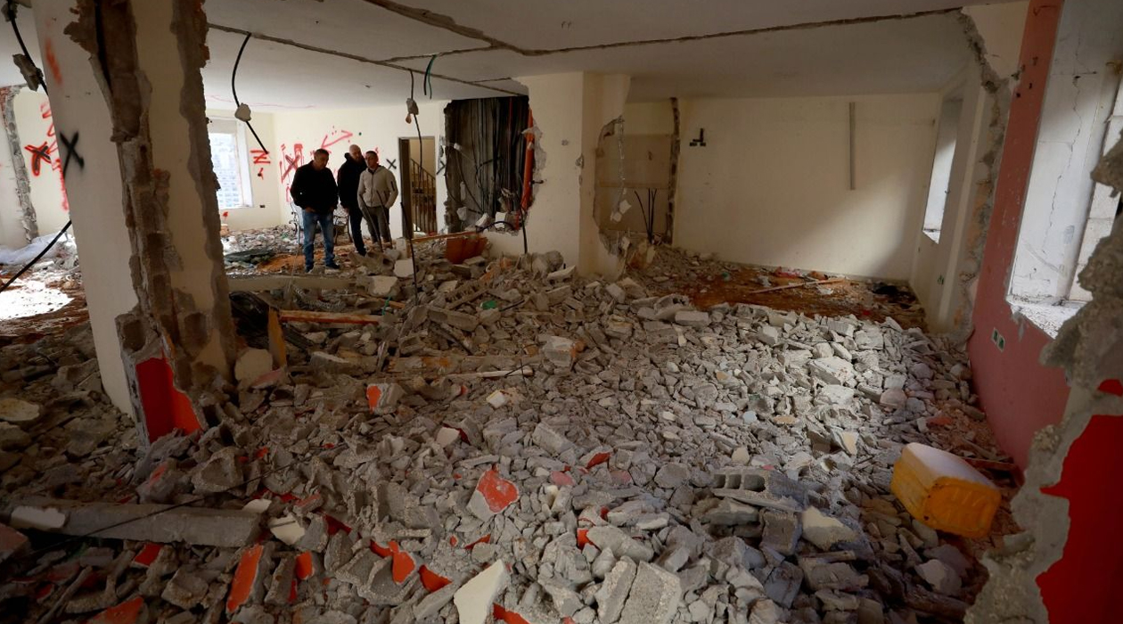 Siyonistler Batı Şeria'da 2 Filistinli'nin evini yıktı!