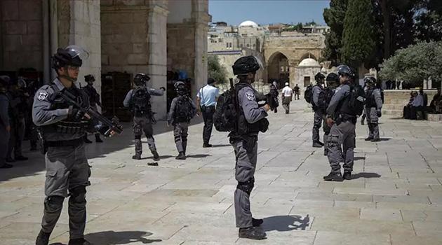 İşgalci İsrail güçleri Mescid-i Aksa'da cemaate saldırdı: 10 yaralı
