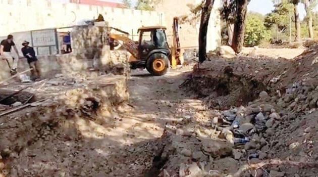 Siyonist işgalciler Filistinlilere ait mezarları yıkıyor!