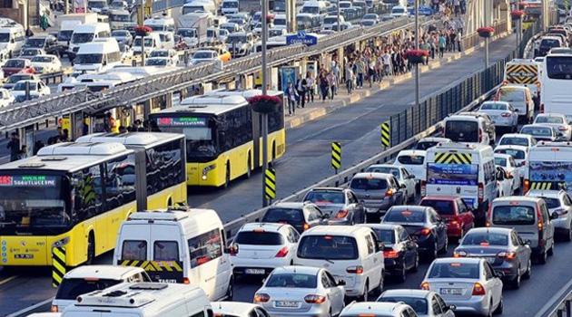 İstanbul'da 15 tatil bitti, trafik yoğunluğu yaşanıyor
