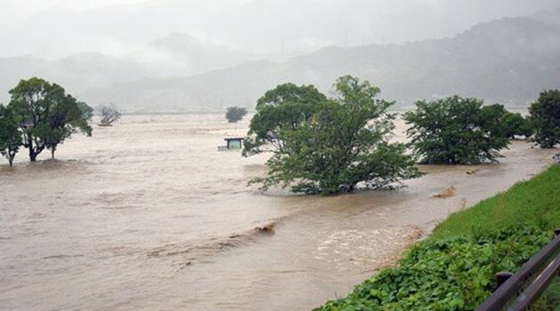 Japonya'yı şiddetli yağış vurdu