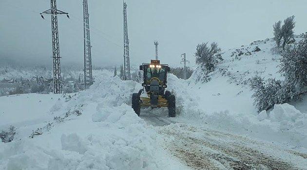 Hakkari'de kar nedeniyle 141 köy ve mezra yolu kapandı