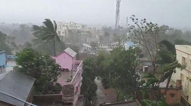 Nisarga Kasırgası: Hindistan'da binlerce kişi tahliye edildi