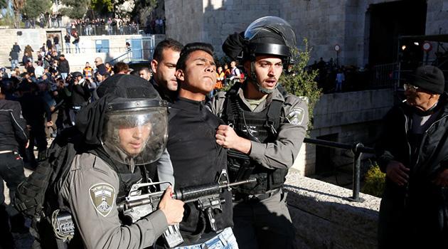 İşgal askerleri 12 Filistinliyi darbederek gözaltına aldı