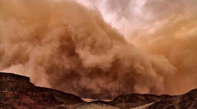 Suudi Arabistan'da toz fırtınası hayatı olumsuz etkiledi