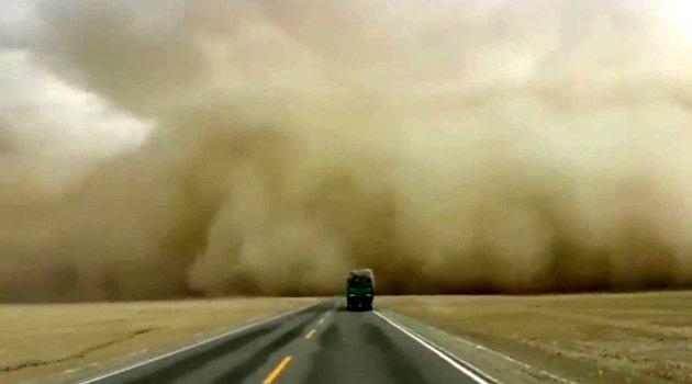 Çin'de sarı kum fırtınası meydana geldi