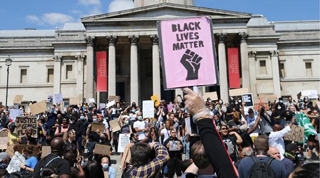 Londra'da binlerce kişi George Floyd için sokağa döküldü