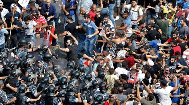 Lübnan'daki protestolarda polis saldırısı sonucu 70 kişi yaralandı