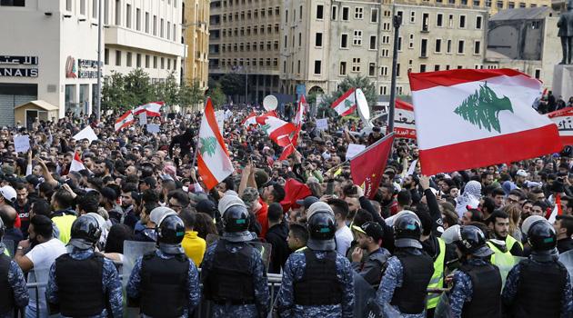 Lübnan'da hükümet karşıtı gösteriler tekrar başladı