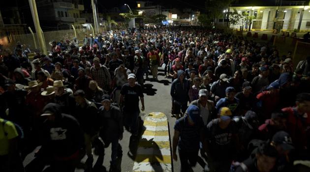 ABD'ye gitmek için yola çıkan göçmenler Meksika sınırına dayandı
