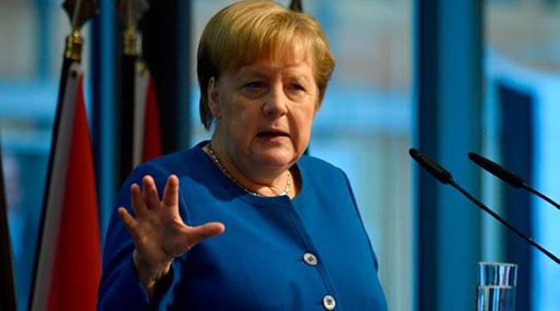 Merkel: Türkiye NATO üyesi olarak kalmalı