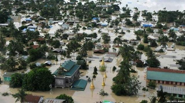 Myanmar'da sel sebebiyle 200 bin kişi yerinden oldu
