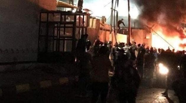 Irak'ta protestocular İran'ın Necef Konsolosluğunu bir haftada 2. kez ateşe verdi