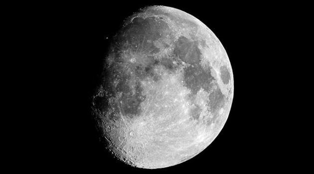 Bilim insanları, ay tozundan oksijen elde edecek bir sistem geliştiriyor