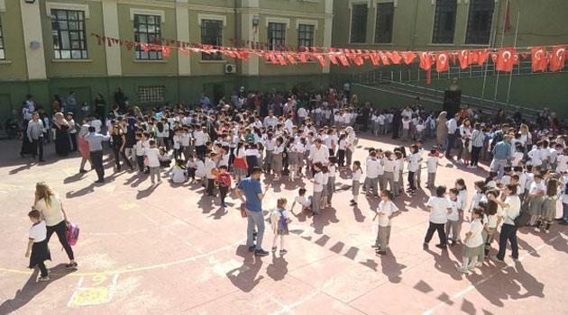 İstanbul'daki depremde hasar gören 29 okul tatil edildi