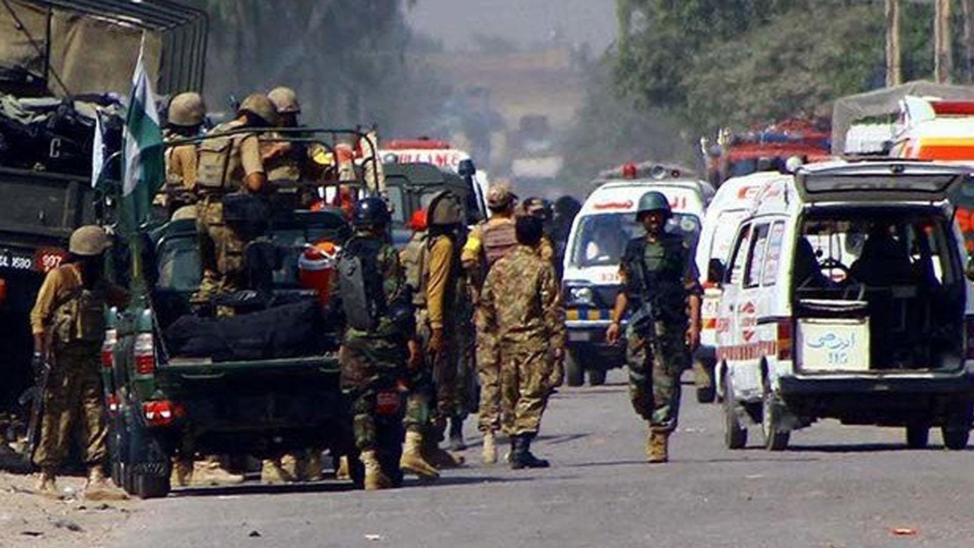Pakistan'da bombalı saldırı: 6 ölü, 17 yaralı