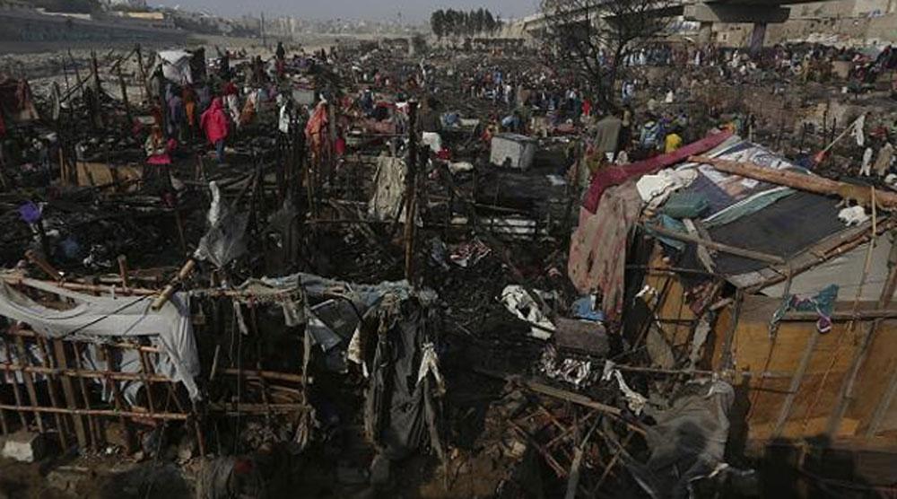 Pakistan'da çıkan yangında 400 ev yandı