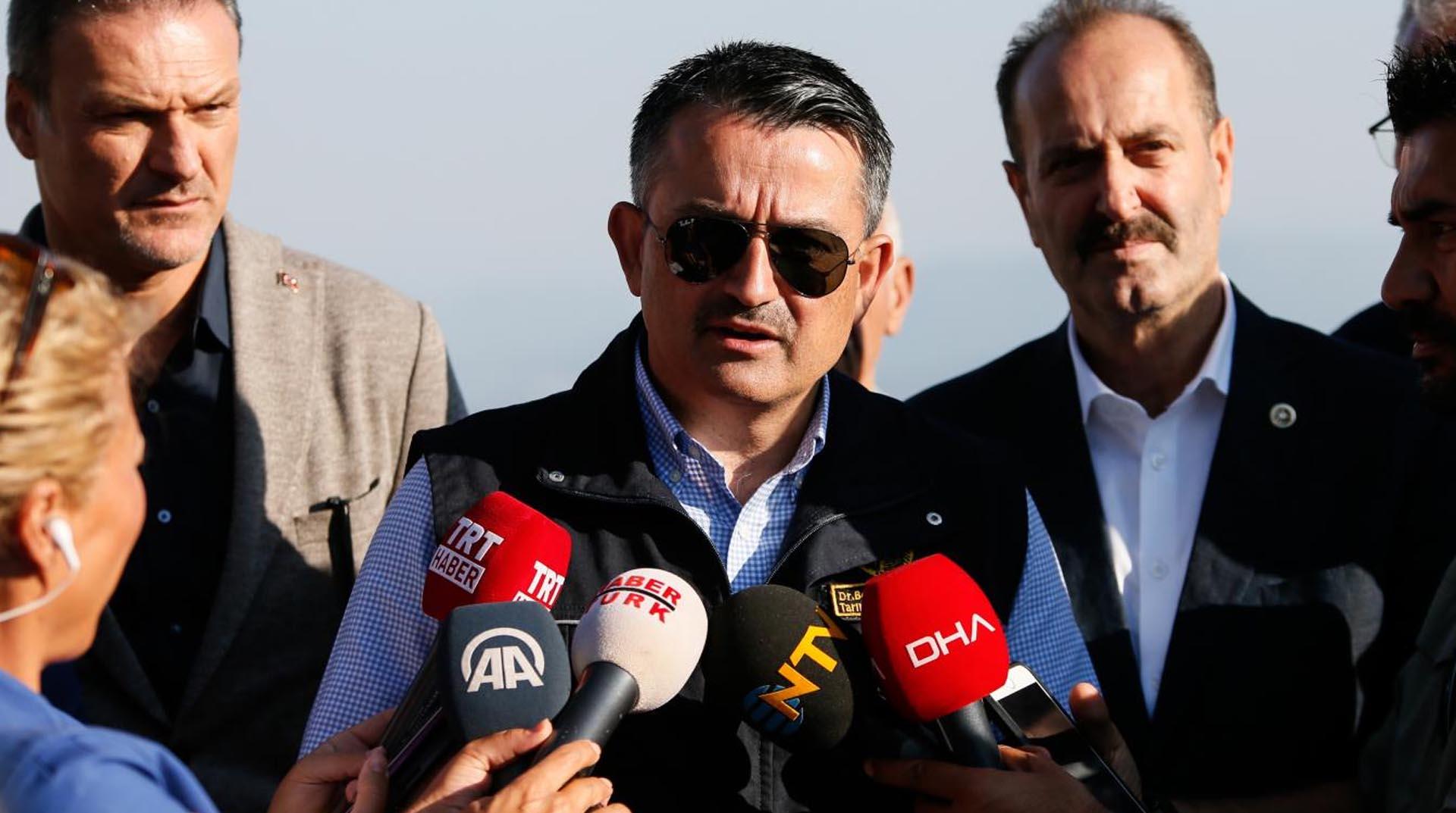 Bakan Pakdemirli: Türk Hava Kurumu siyasetin oyuncağı olmuş, ana muhalefet ile hareket ediyor, uçakların motorları içine kuşlar yuva yapmış