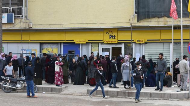 PTT, yoğunluk yaşanan şubeleri geçici olarak kapattı