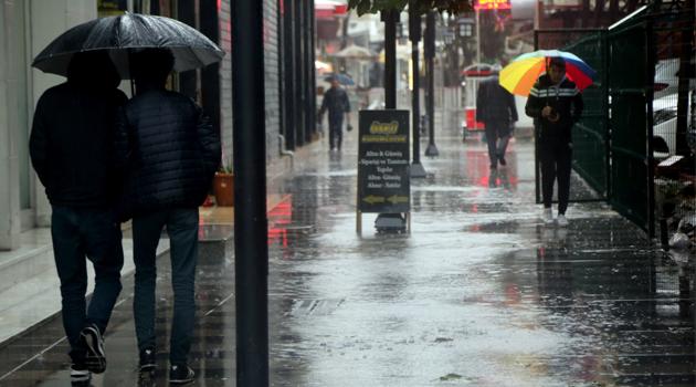 Meteoroloji'den İstanbul için yeni uyarı: Metrekareye 50 kilo yağış düşecek