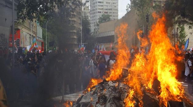 Şili'de hükümet karşıtı protestolar devam ediyor: En az 29 kişi öldü