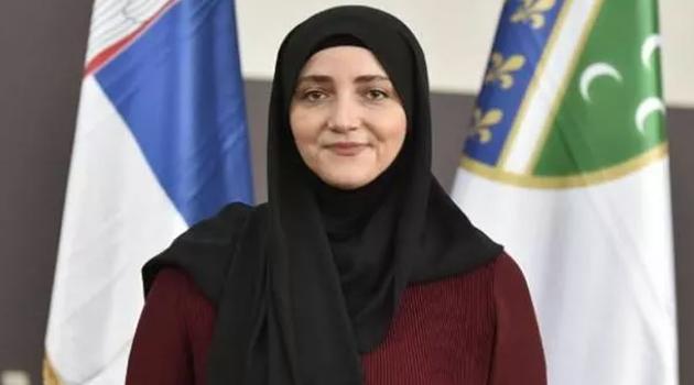 Sırbistan'da ilk kez başörtülü bir kadın milletvekili oldu