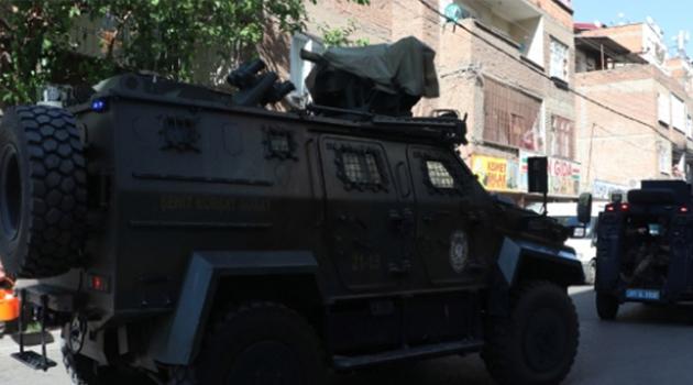 Diyarbakır'da silahlı saldırıya uğrayan polis memuru hayatını kaybetti