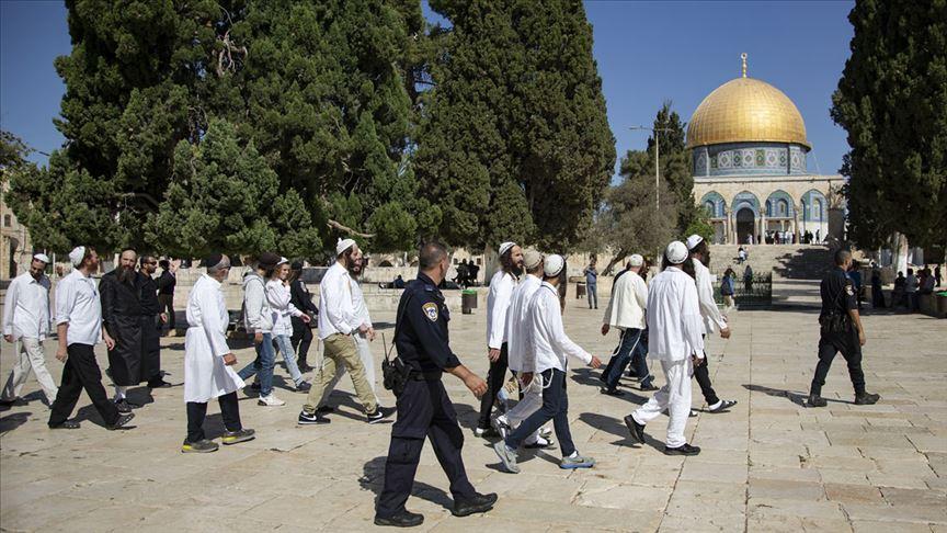 Yahudi işgalcilerden Mescid-i Aksa'ya baskın