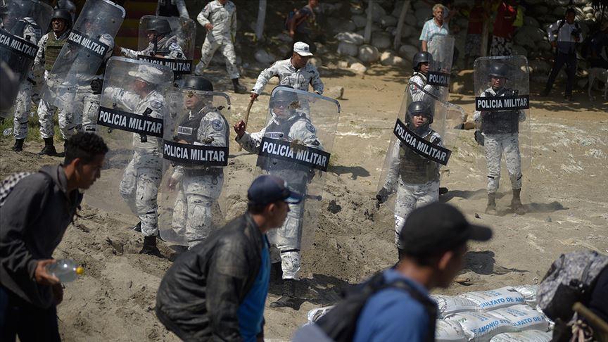 Meksika sınırını geçmeye çalışan 2 bin göçmeni durdurdu