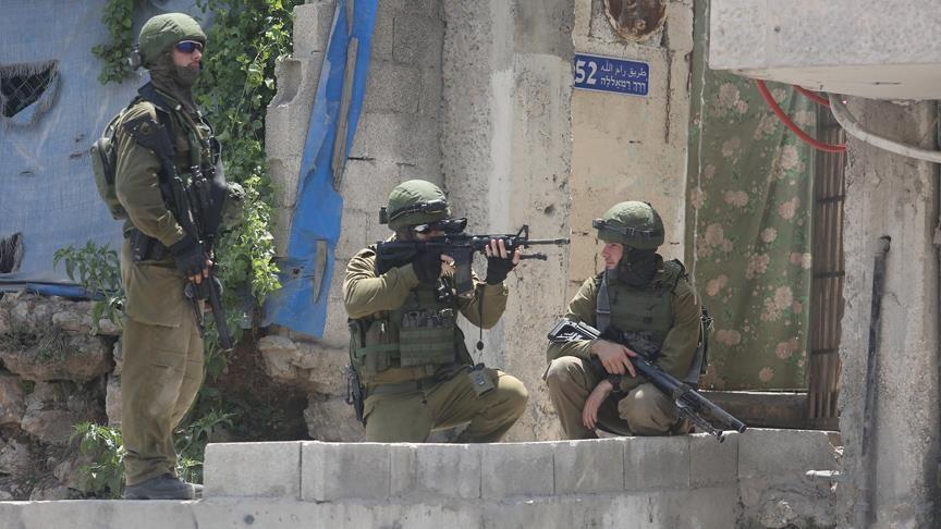 Katil İsrail askerleri Batı Şeria'da Bir Filistinliyi Şehit Etti
