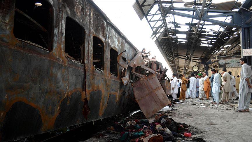 Pakistan'da tren faciası: Onlarca ölü var