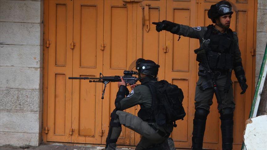 İşgalci İsrail askerleri Batı Şeria'da bir Filistinliyi yaraladı