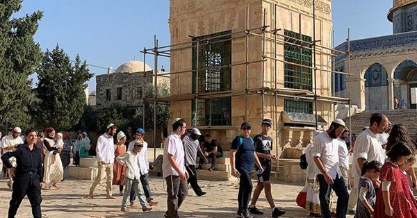 Bini aşkın fanatik Yahudi, Mescid-i Aksa'ya baskın yaptı