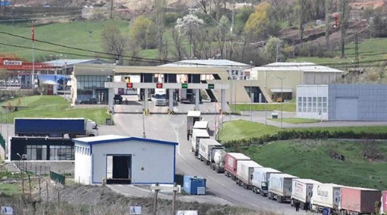 Türkiye, bir ülke hariç bütün sınır kapılarını açtı