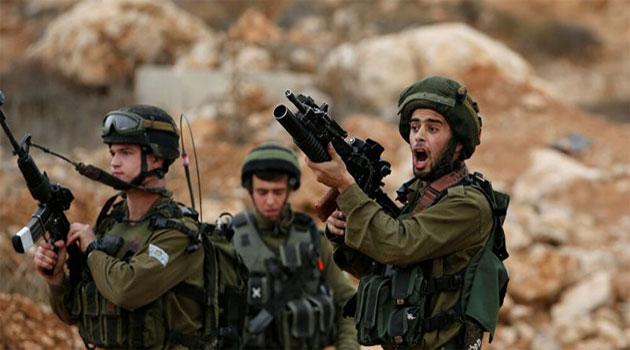 İşgal askerleri Filistinli belediye yetkilisinin evindeki tarihi esere el koydu