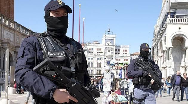 İtalya'da camiye saldırı planlayan 12 kişi gözaltına alındı