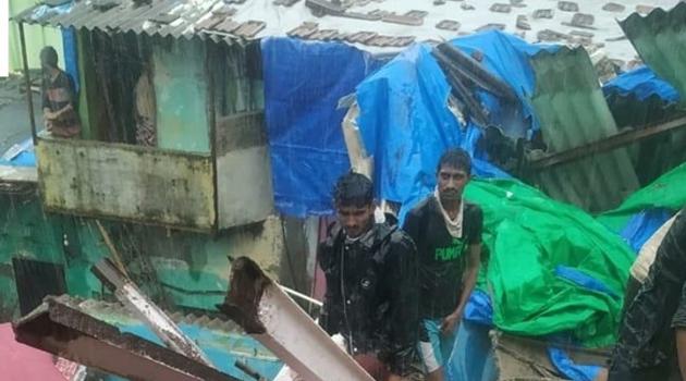 Hindistan'da 2 bina çöktü: 8 ölü