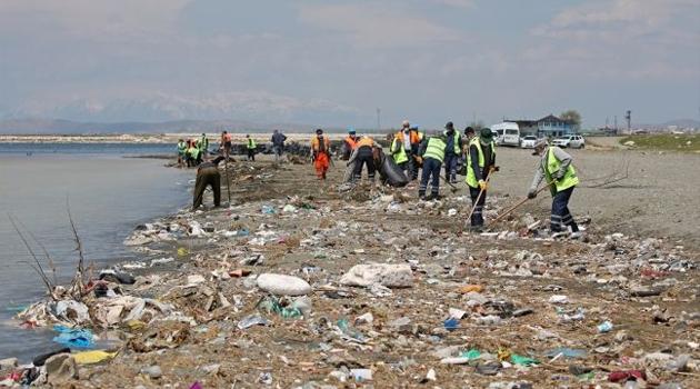 Sadece sahilinden 110 ton çöp çıktı. Van gölünü bekleyen tehlike!
