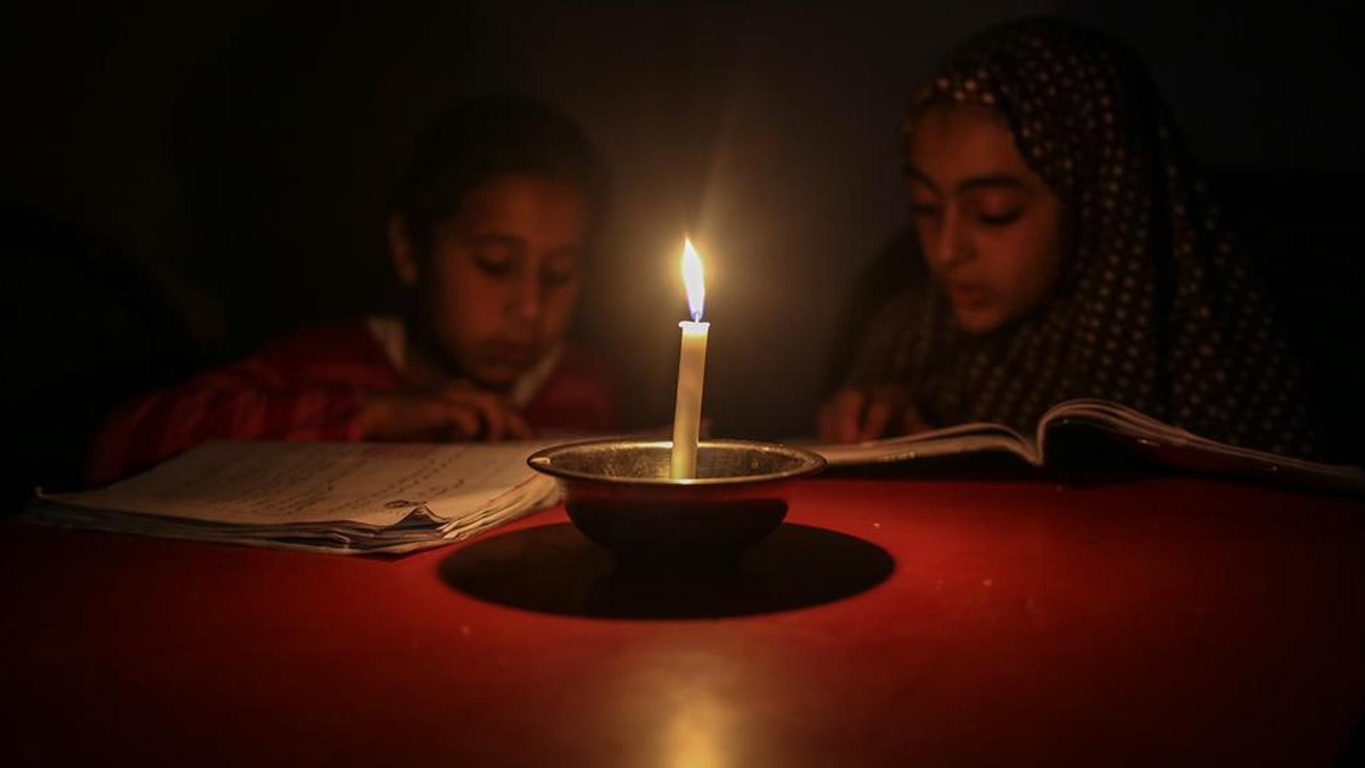 Siyonist İsrail Filistin'in Elektrik Borcunu Vergilerden Kesecek