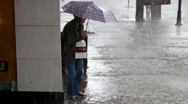 """Meteorolojiden """"kuvvetli"""" yağış uyarısı"""